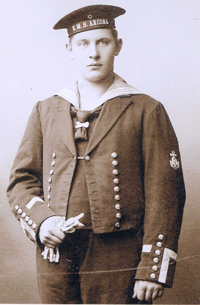 Handelskapitän a.D. Paul Windgassen (1888-1965) hier als junger Mann bei der kaiserl. Marine. Er arbeitete später bei der Stadtverwaltung in mehreren Bereichen. Lenneparchiv Schmidt