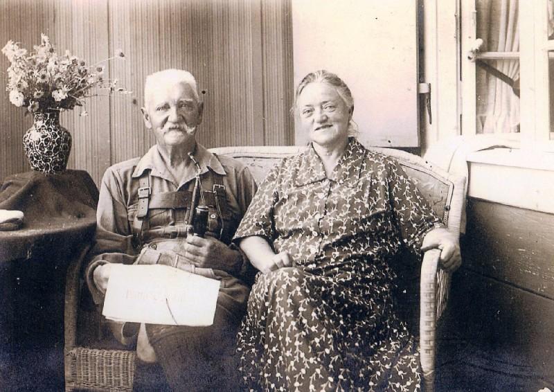 Hermann Windgassen mit Frau. Hier nicht mehr auf der Lenneper Karlshöhe oder am Kölner Tor, sondern auf seinem Alterssitz in Murnau in Oberbayern. Lenneparchiv Schmidt