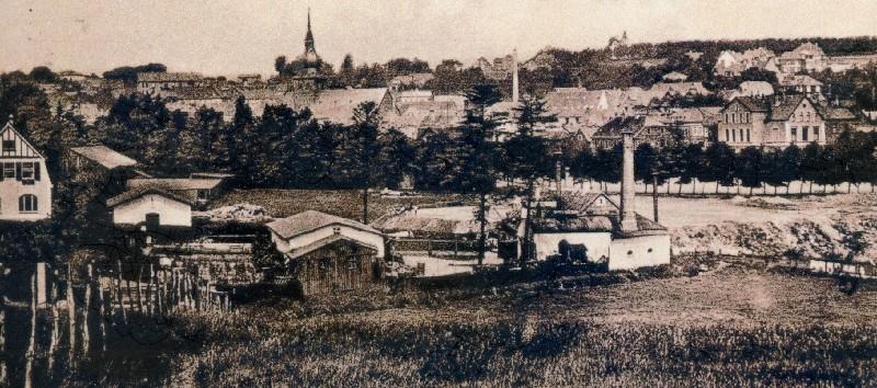 Blick über die spätere Franz-Heinrich-Straße in Lennep auf das Gelände von Jahnplatz, Wupperstraße und Stadion. Lenneparchiv Schmidt.