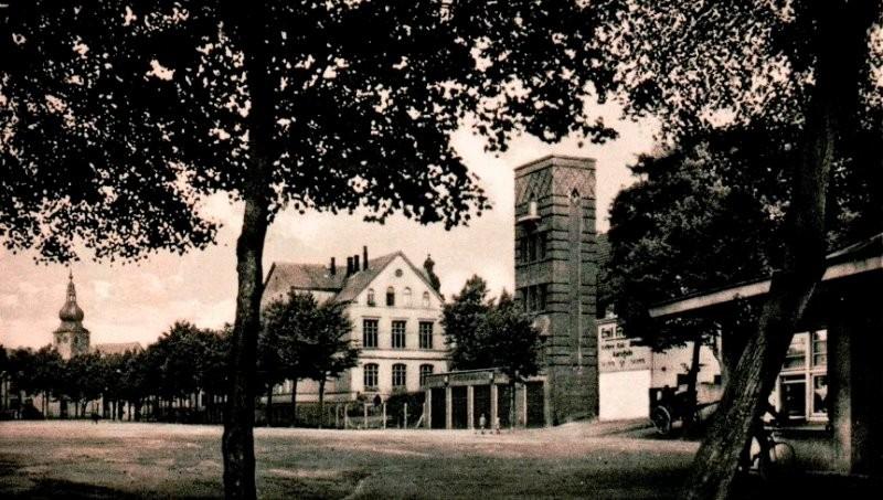 Auf den befestigten Schlämmen entstand später der Jahnplatz. Jahrzehnte fand hier die Kirmes statt, und der Zirkus gastierte hier. Lenneparchiv Schmidt.