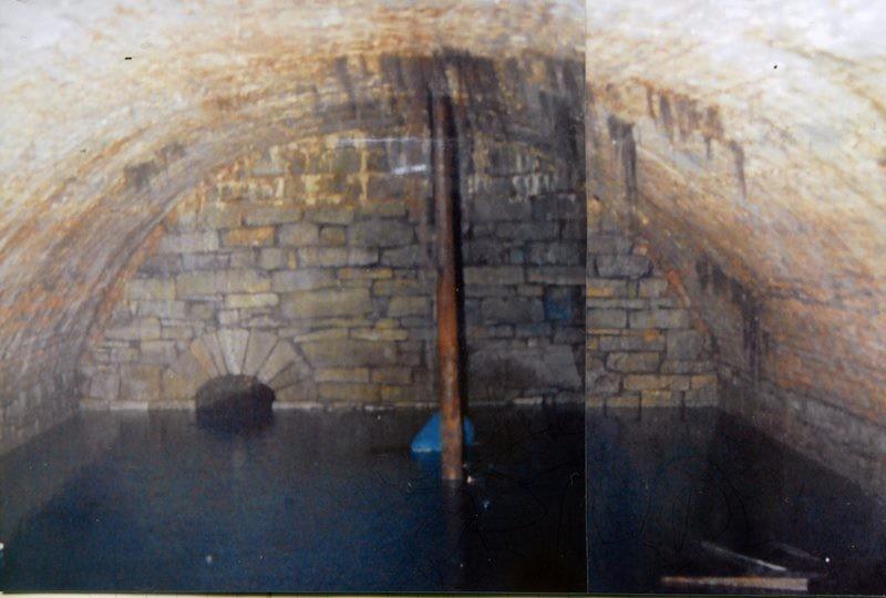 Die einst offenen Wassersammelteiche wurden früher als Tränken sowie Löschteiche genutzt und erst später überwölbt. Hin und wieder darf man sie heute besichtigen. Lenneparchiv Schmidt.