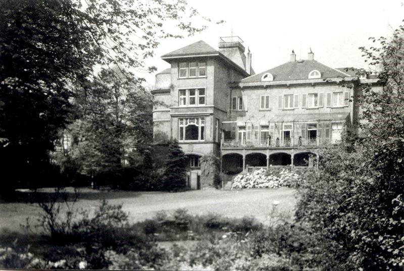 Die usprünglich Bauendahlsche Villa wurde durch die Familie Hardt erweitert und mehrmals verändert. Postkartenfoto Schurig-Garthmann, Repro Lenneparchiv Schmidt.