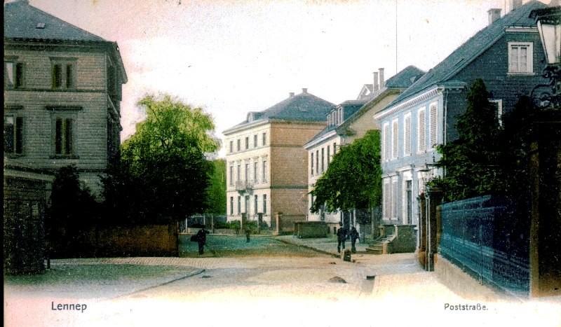 Der Pörtzchesteich speiste sich aus einem Zufluss der Lennepe, der aus dem Hardtschen Garten von rechts unter der Straße in Richtung Marktplatz floss. Lenneparchiv Schmidt.