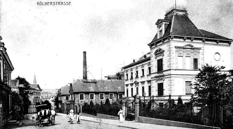 Die frühere Bauendahlsche Fabrik, später Johann Wülfing & Sohn, mit der erweiterten Villa um 1900 an der Kölner Straße in Lennep. Lenneparchiv Schmidt.